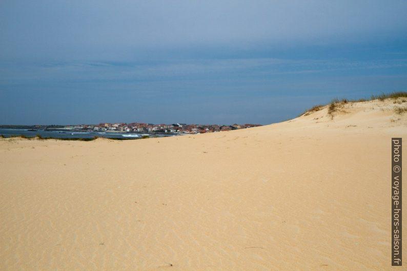 Village de Corrubedo vu de la Dune de Corrubedo. Photo © Alex Medwedeff