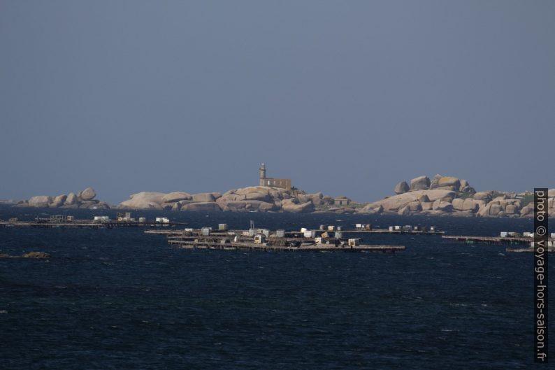 Phare de la Isla Rúa et îlots de cérastoculture. Photo © André M. Winter