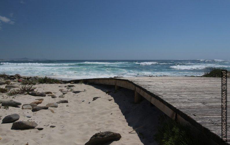 Chemin de caillebotis menant à la Praia do Lariño. Photo © André M. Winter