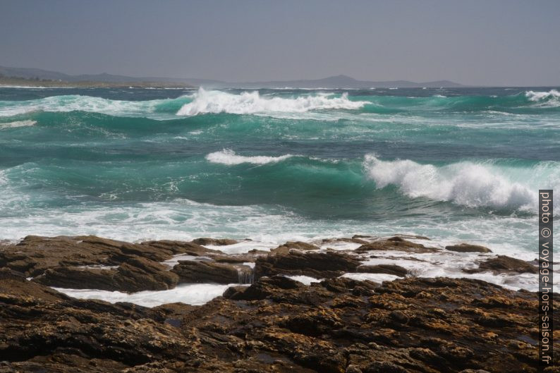 Mer tumultueuse à la Punta Ínsua. Photo © Alex Medwedeff