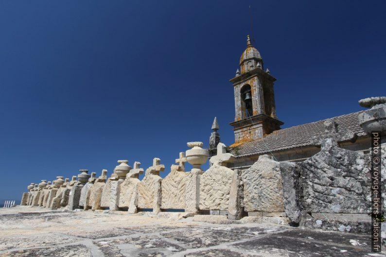Face arrière du mur des urnes funéraires de Lira. Photo © André M. Winter