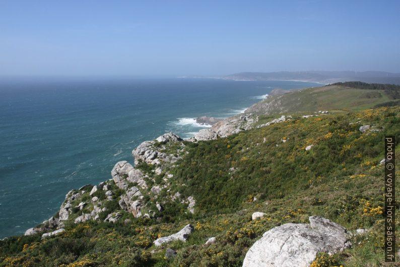 Côte au nord du Cabo de la Nave. Photo © Alex Medwedeff