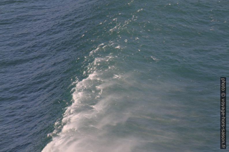Une vague devant la baie au nord-ouest de Fisterra. Photo © André M. Winter
