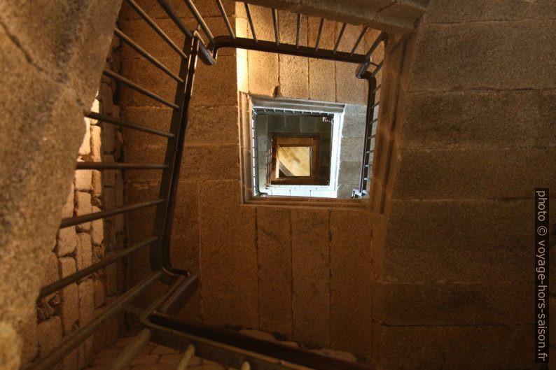 Cage d'escalier dans la partie supérieure de la Tour d'Hercule. Photo © André M. Winter