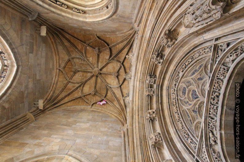 Porche de la cathédrale d'Oviedo. Photo © André M. Winter