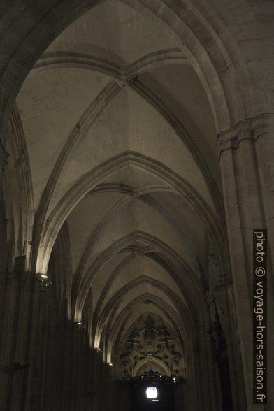 Croisées d'ogives de la nef latérale de la cathédrale d'Oviedo. Photo © Alex Medwedeff