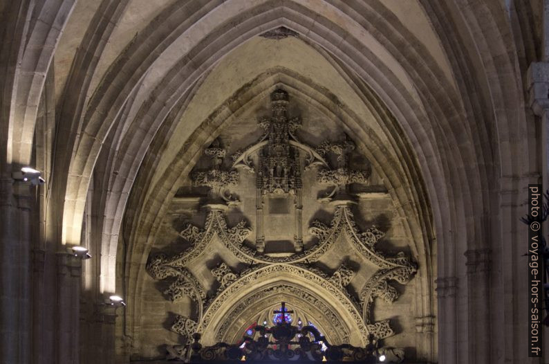 Décor au bout occidental de la nef latérale nord de la cathédrale d'Oviedo. Photo © André M. Winter