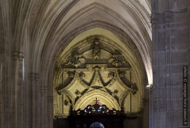 Décor au bout occidental de la nef latérale sud de la cathédrale d'Oviedo. Photo © André M. Winter