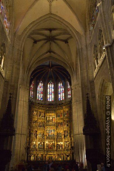 Chœur avec le Retablo mayor de la catedral de Oviedo. Photo © Alex Medwedeff