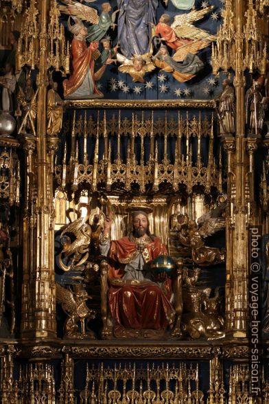 Cristo en Majestad en el retablo mayor de la catedral de Oviedo. Photo © André M. Winter