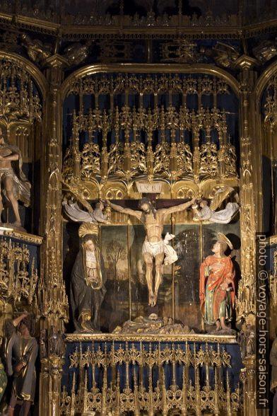 El Calvario y la Crucifixión en el retablo mayor de la catedral de Oviedo. Photo © André M. Winter