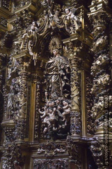 Sculpture d'un retable d'une chapelle latérale. Photo © Alex Medwedeff