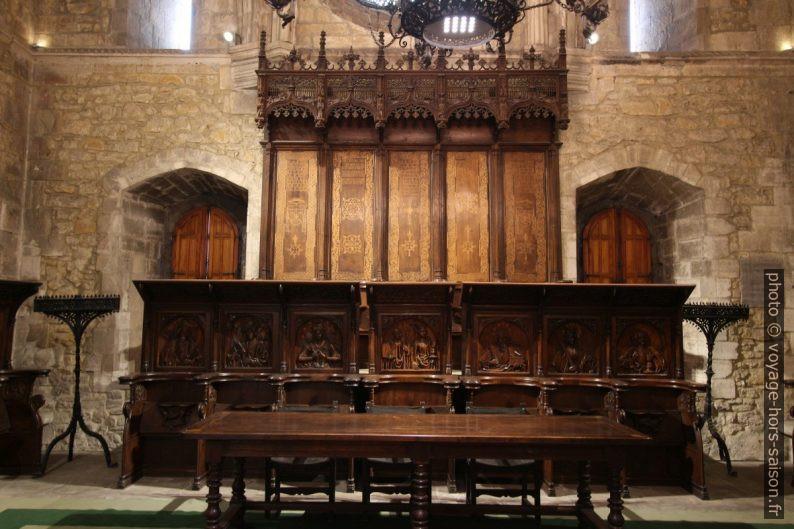 Chaires dans la salle capitulaire de la cathédrale d'Oviedo. Photo © André M. Winter