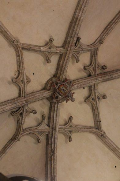 Nervures d'une voûte dans la cathédrale d'Oviedo. Photo © André M. Winter