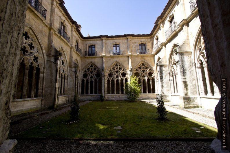 Claustro de la Catedral de Oviedo. Photo © André M. Winter