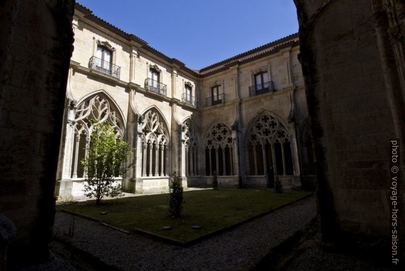 Jardin du cloître de la cathédrale d'Oviedo. Photo © André M. Winter
