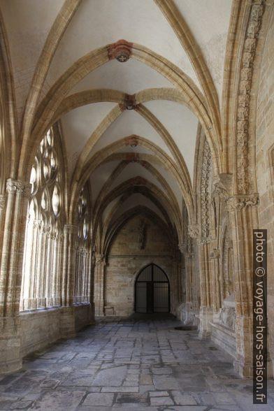 Couloir du cloître de la cathédrale d'Oviedo. Photo © André M. Winter