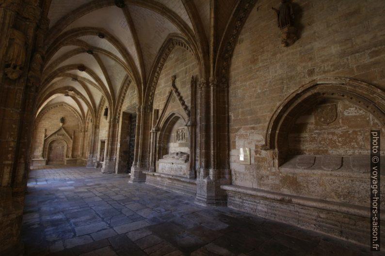 Couloir sud du cloître de la cathédrale d'Oviedo. Photo © André M. Winter