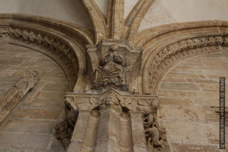 Un capiteau du cloître d'Oviedo. Photo © André M. Winter