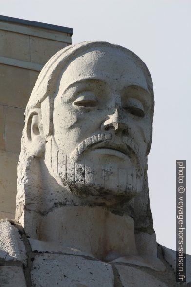Tête de la statue gigantesque «Sagrado Corazón de Jesús». Photo © André M. Winter