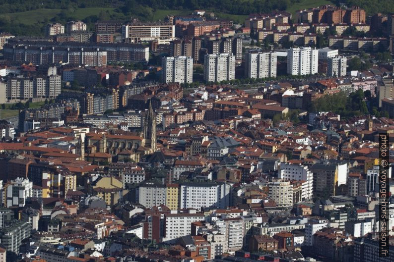 Centre d'Oviedo vu du Monte Naranco. Photo © André M. Winter