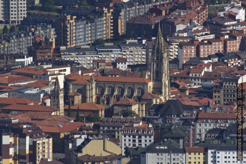 Cathédrale d'Oviedo vue du Monte Naranco. Photo © André M. Winter