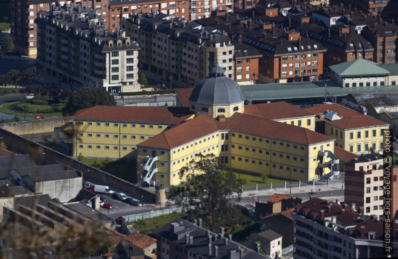 Antigua Cárcel Correccional de Oviedo. Photo © André M. Winter