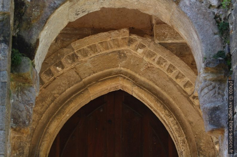 Cadre du portail de l'église Santa María del Naranco. Photo © André M. Winter
