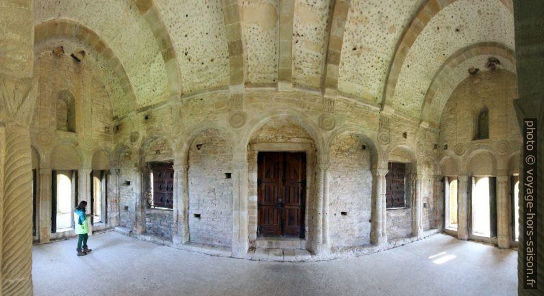 Salle supérieure l'église Santa María del Naranco. Photo © André M. Winter