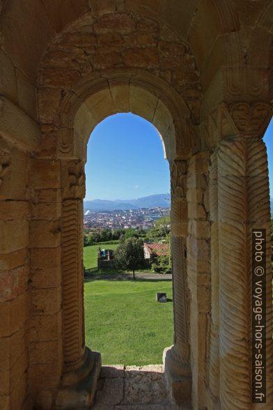 Vue de la loggia de l'église Santa María del Naranco vers le sud. Photo © André M. Winter
