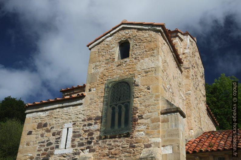 Un vestibule conservé des trois nefs de l'église Saint-Michel-de-Lillo. Photo © Alex Medwedeff