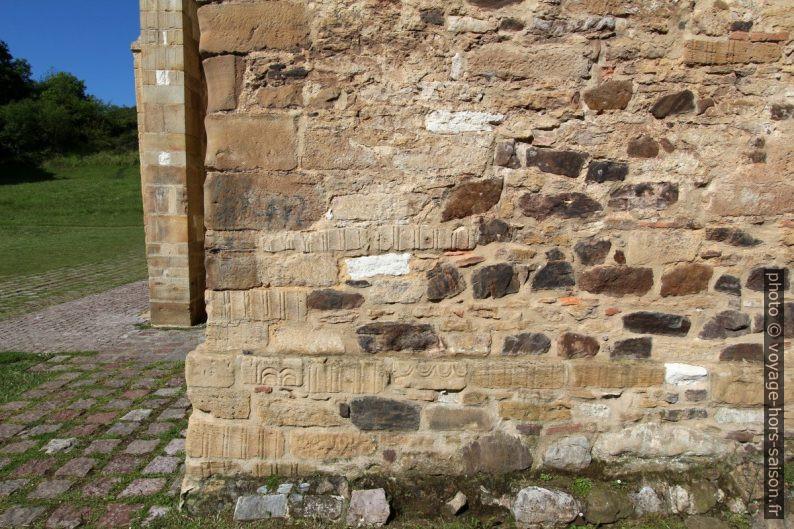 Chevet reconstruit des débris du plan basilical à trois nefs. Photo © André M. Winter