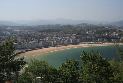 Baie et plage de Donostia. Photo © Alex Medwedeff