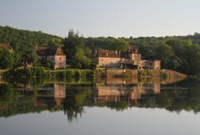 Petit château du Bourg de Pontours. Photo © Alex Medwedeff