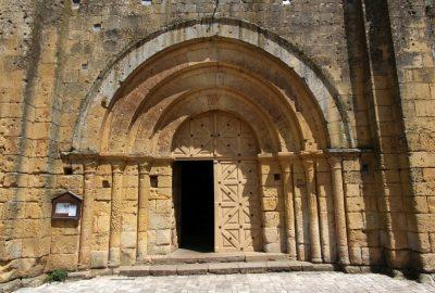 Porche à quatre rouleaux de l'église de Cadouin. Photo © André M. Winter