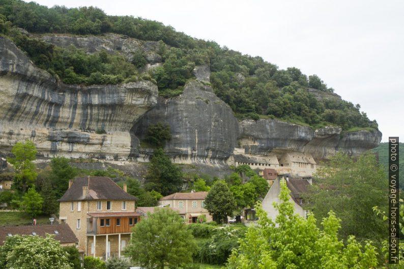 Rocher calcaire des Eyzies. Photo © Alex Medwedeff