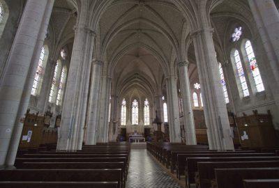 Nef blanche et éclairée de l'église de Missillac. Photo © André M. Winter