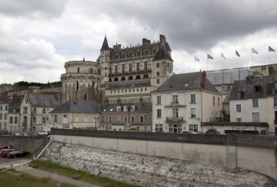 Château d'Amboise vu de la Loire. Photo © André M. Winter