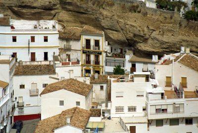 Les maisons de la Calle de la Mina à Setenil de las Bodegas. Photo © André M. Winter