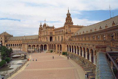 Plaza de España. Photo © Alex Medwedeff