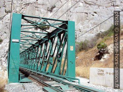 Le pont métallique à coté de gorges Garganta del Chorro. Photo © André M. Winter