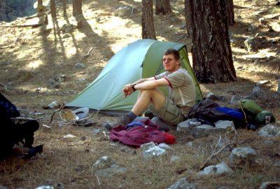 André frustré à notre camp de retraite dans les Gorges de Tripiti. Photo © Alex Medwedeff