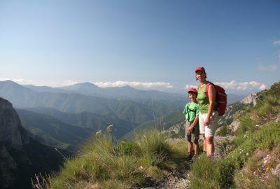 Nicolas et Alex sur l'accès au Sentiero degli Alpini. Photo © André M. Winter