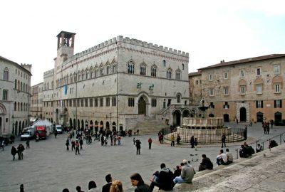 Palazzo dei Priori e Fontana Maggiore. Photo © André M. Winter