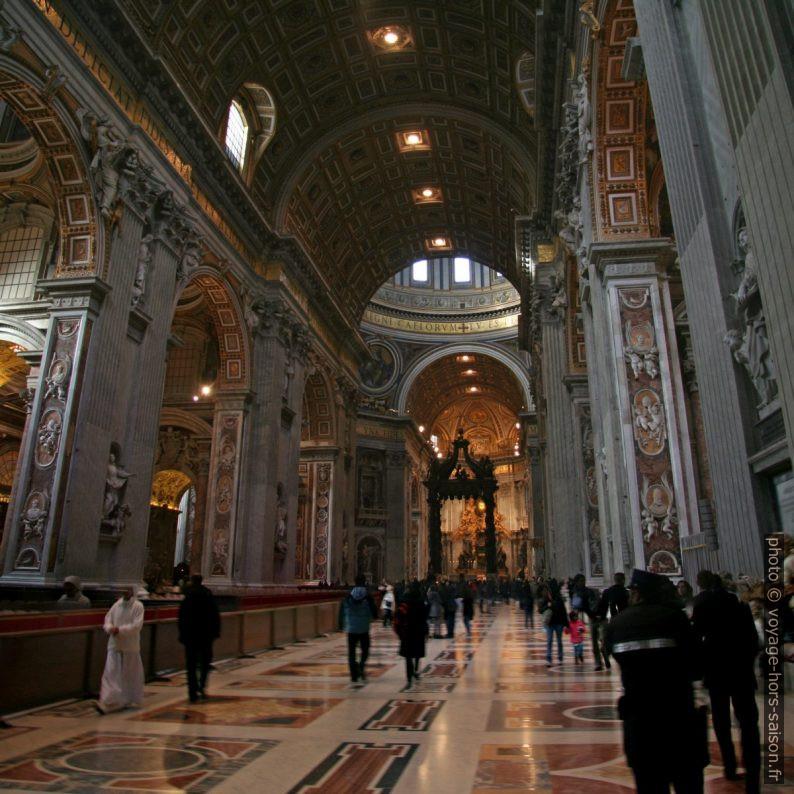 Nef de la Basilique Saint-Pierre à Rome. Photo © André M. Winter