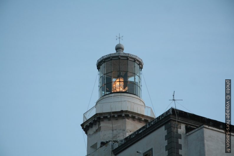 Le phare du Cap Palinuro vient d'être allumé. Photo © André M. Winter