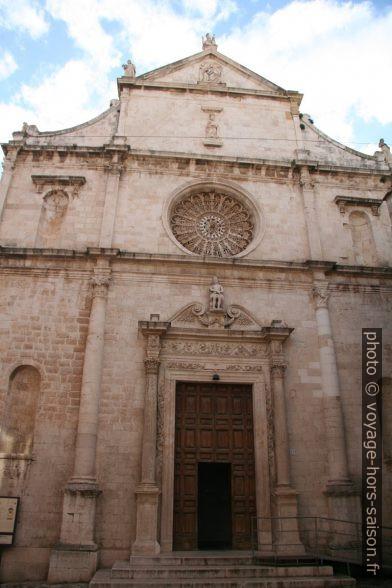Façade l'église de San Domenico à Monopoli. Photo © Alex Medwedeff