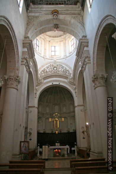 Nef de l'église de San Domenico à Monopoli. Photo © Alex Medwedeff