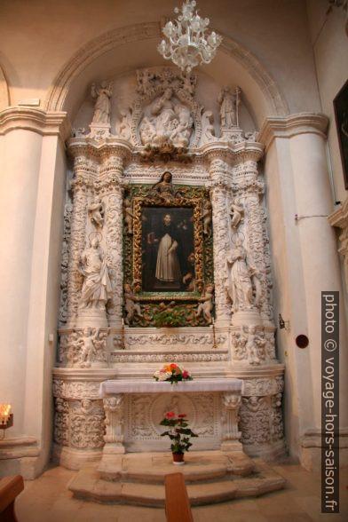 Une chapelle latérale de l'église de San Domenico à Monopoli. Photo © André M. Winter