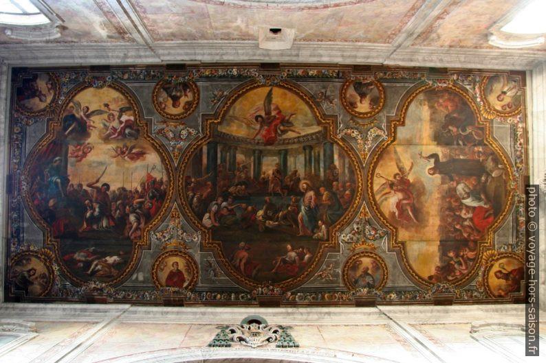 Plafond peint d'une nef latérale de la Cathédrale d'Ostuni. Photo © André M. Winter